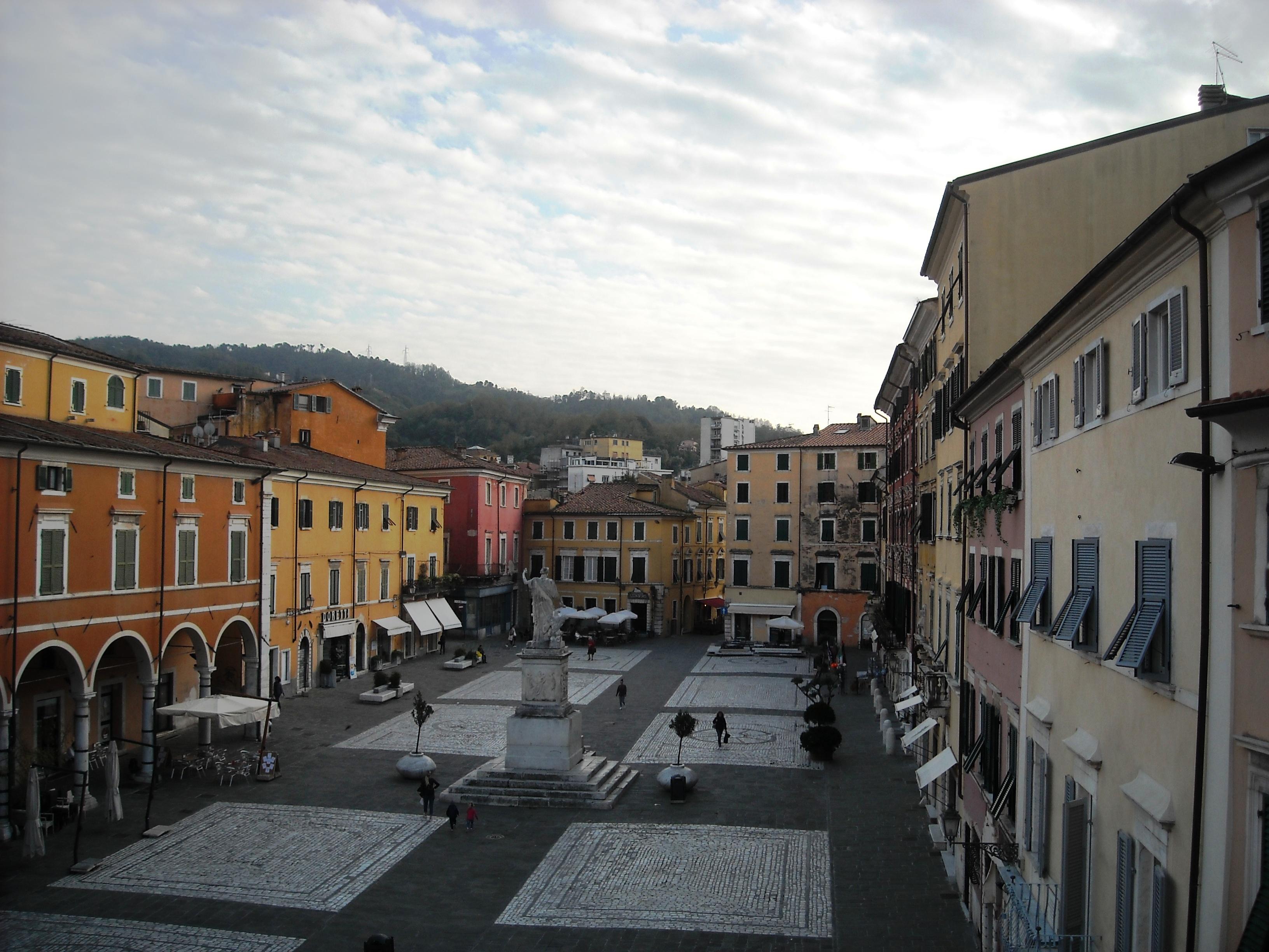 Appartamenti in vendita carrara carrara piazza alberica for Galleria carrara bergamo